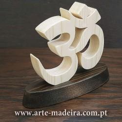 Símbolo OM de madeira