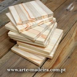 Bases para copos em madeira.